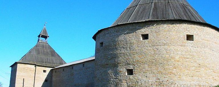 Староладожская крепость (или Старая Ладога) — крепость в селе Старая Ладога, располагается на высоком левом берегу реки Волхов, примерно в 15 километрах от места ее впадения в Ладожское озеро. Первая крепость здесь была построена во времена Вещего Олега н