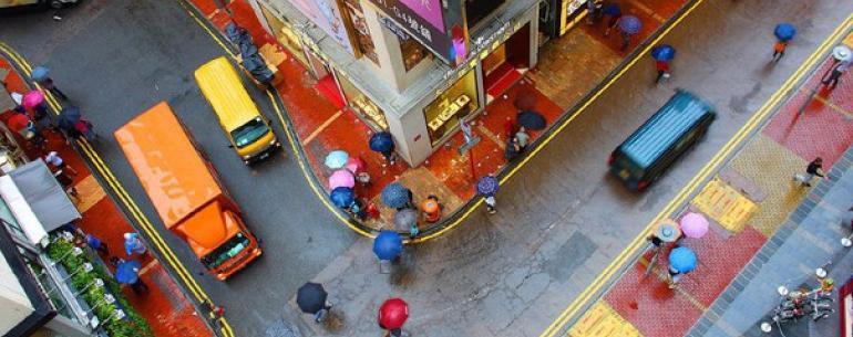Улица, не утрачивающая краски даже в дождливый день.