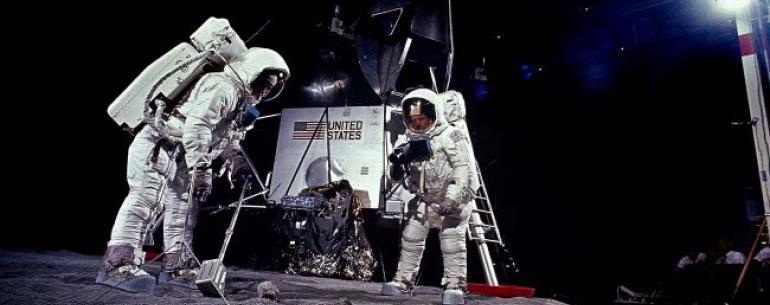 ВЦИОМ: больше половины россиян не верят в высадку американцев на Луну