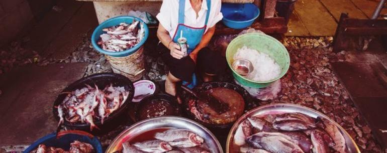 ???? В Таиланде принято торговаться. Это касается уличных торговцев, рынков и всевозможных небольших магазинчиков. Для тайских продавцов торг — это способ общения с посетителем. Как правило, первая предложенная цена обязательно является завышенной. ????