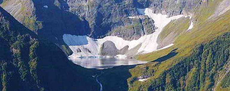 Кинзелюкский водопад — второй по высоте водопад в Азии и России (после Тальникового водопада на Плато Путорана). Согласно измерениям, произведенным в 1989 году, высота водопада (каскада) составляет 328 метров. Расположен в Тофаларии, в труднодоступной гор