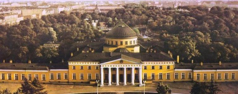 Таври?ческий дворе?ц — петербургская резиденция князя Григория Потёмкина-Таврического. Возведена в стиле классицизма в период с 1783 по 1789 год по проекту архитектора И. Е. Старова.
