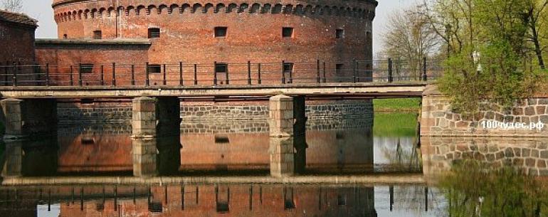 Форты Кёнигсберга — кольцо городских фортификационных сооружений, возводимых начиная с 1355 года и много раз перестраиваемых вплоть до второй половины XIX века. Форты являются историческим наследием, доставшимся городу от легендарного Кёнигсберга. Всем фо