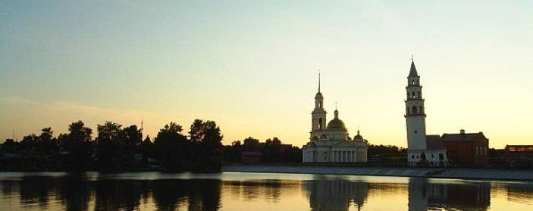 Невьянская падающая башня — расположена в центре города Невьянска Свердловской области. Построена в первой половине XVIII века по приказу Акинфия Демидова. Высота башни — 57,5 метра, основание — квадрат со стороной 9,5 метров. Отклонение башни от вертикал